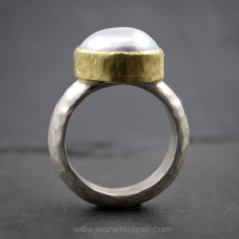 parelring met gehamerde ring