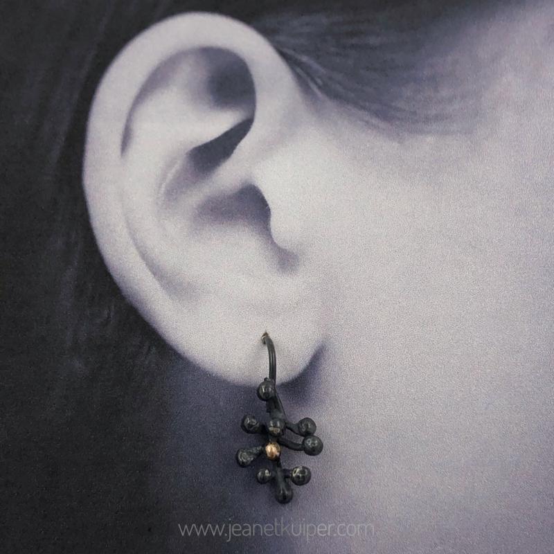 vlier oorhangers gezwart zilver/goud