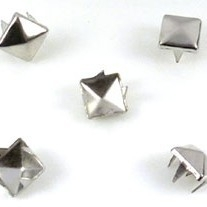 Studs piramide 6mm nikkel 15 stuks