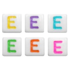 "Letterkraal ""E"" acryl vierkant 6x6mm multicolor-wit"