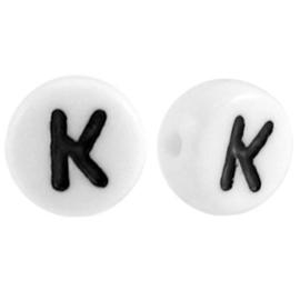 "Letterkraal ""K"" acryl plat rond 7mm wit-zwart"