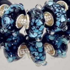 Pandora Style glaskraal 10x7mm zwart met lichtblauw