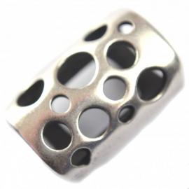 DQ leerschuiver gaten 22x15mm antiekzilver metaal