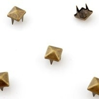 Studs piramide 4mm brons 15 stuks