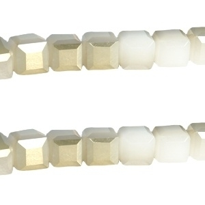 Top facet 4x4mm cube wit opal half gold 13741