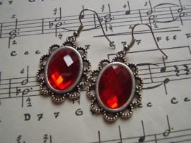 OB07 - Victoriaanse oorbellen met rode facetsteen