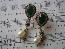 OB03 - Barok oorbellen in goud en groen - UITVERKOCHT