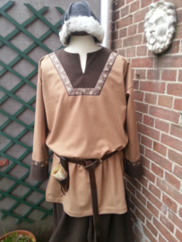VT09 - Wollen tuniek met halspas en lange mouw