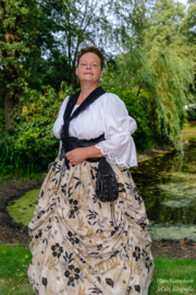 DR05 - Victoriaanse rok met opgetrokken plooien
