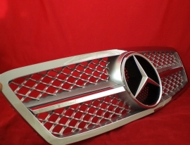 Mercedes W203 C Klasse AMG Look Grill  Zilver/chroom  BJ 2000-2008