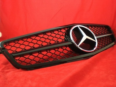 Mercedes W204 C Klasse C63 AMG Look Grill Glanszwart BJ 2007-2014