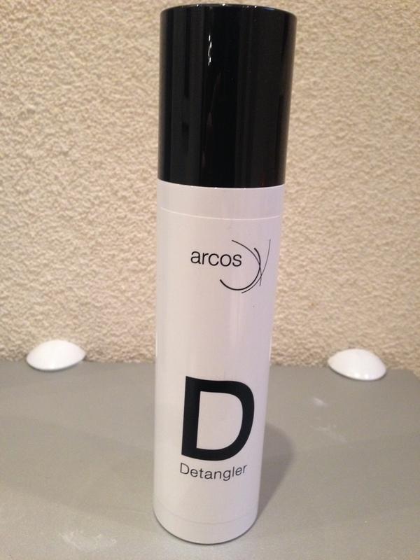 Arcos detangler, voor het haarwerk makkelijker kambaar  te maken  na het wassen.