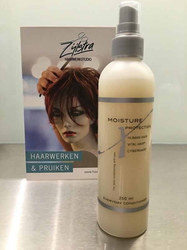 Cyberhair en Vital hair conditioner , verstuiver , moisture protection , ook voor Echt haar haarwerken.