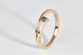 Rose gouden ring met groene diamant