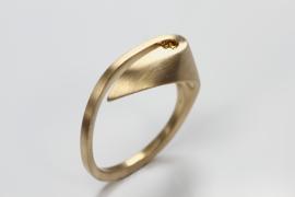 Vincent van Hees ring, Var met  cognac kleur diamant