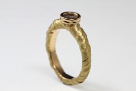 Gouden ring met galaxy diamant