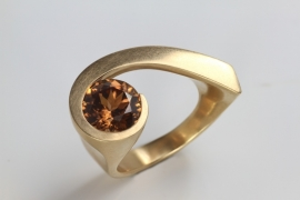Angela Hubel ring met Zirkon