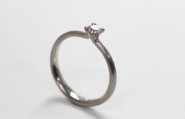 Jörg Kaiser solitair platina ring met diamant (klein)