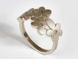 Blumenring mit Diamanten in Weißes Gold