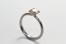 Jörg Kaiser solitair platina ring met diamant (groot)