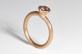 Dripping art ring with sapphire light pink