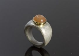 Cleopatra ring zilver met oranje maansteen