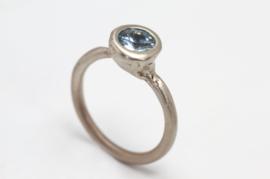 Dripping art witgouden ring met blauwe zirkoon