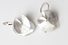 Deco Echo zilveren vouw oorbellen