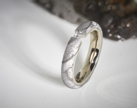 Meteoriet ring met diamant en witgoud