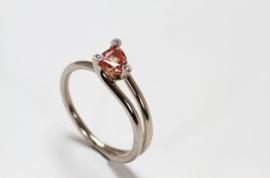 Witgouden solitair ring  met oranje saffier