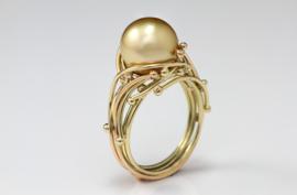 Medusa Ring mit Perle