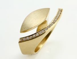 Angela Hubel ring Golden Eye met diamanten