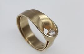 Vincent van Hees ringden geelgoud met diamant middel