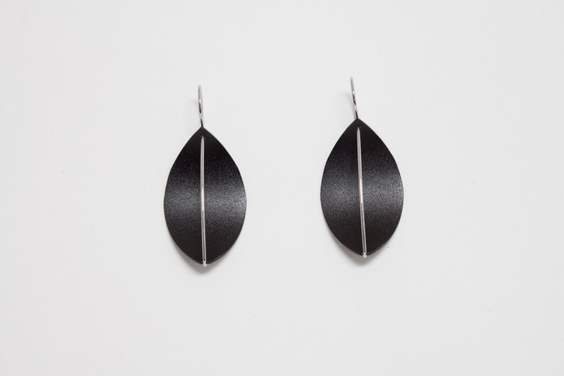 Apero Segel oorbellen (zwart)