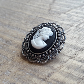 Black Cameo Broche Small  [R149]