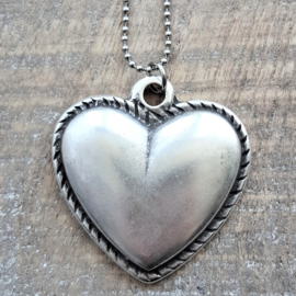 Beautiful Antique Heart  [3019]