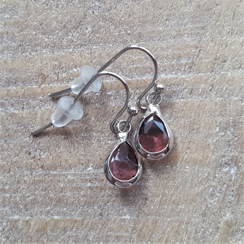 Little Aubergine Facetted Crystal Drops  [8328]