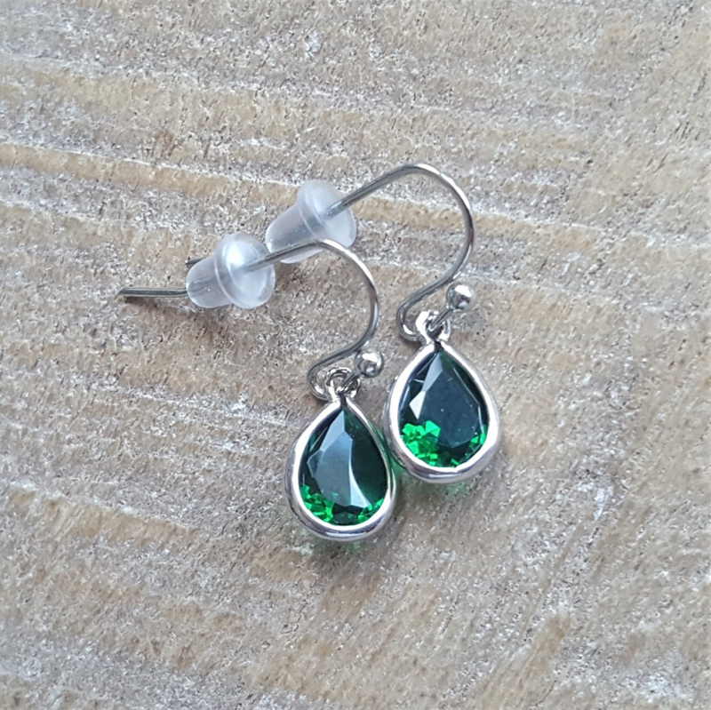 Little Green Facetted Crystal Drops  [8366]