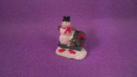 Beeld sneeuwpop op bankje