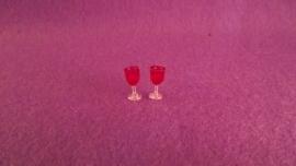 2 glazen rode wijn (plastic)