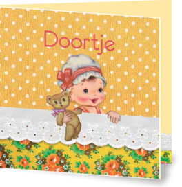 Geboortekaartje Doortje | meisje in bed geel