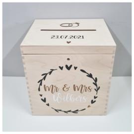 Houten Enveloppenkist met naam en bloemenkrans   Bruiloft Cadeau   Huwelijks cadeau Circle of Love