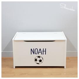 Houten speelgoedkist met naam en voetbal