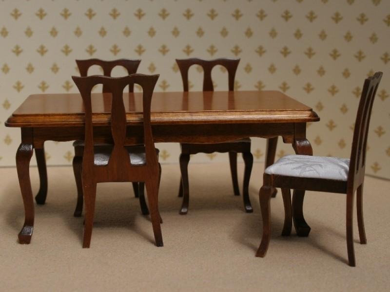 WH-Z27 Eettafel met 4 stoelen Noten