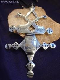 T 42 Toeareg kompas kruis /  Tuareg Compass cross pendant