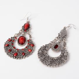 Feestelijke oorbellen rode steen