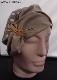 TH003 Mutsje katoenen tricot beige met stip
