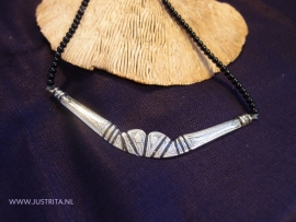 "T 40 Ketting ""half moon"" / Necklace ""half moon"""