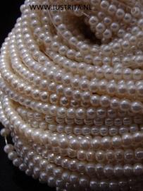 Glasparels 3 mm ivoor per streng