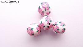 Handgemaakte Fimo kraal wit met roze bloem 10 mm (10 stuks)